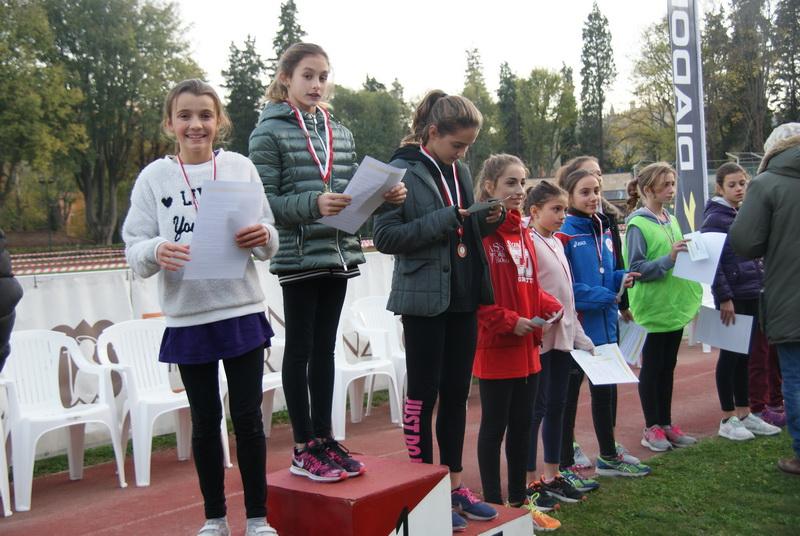 Premiazione  classi I: 2°  TISSI SONIA, 5° POSSENTI SOFIA, 6° GRIECO GAIA.
